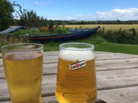 Allanton Inn: Beer garden