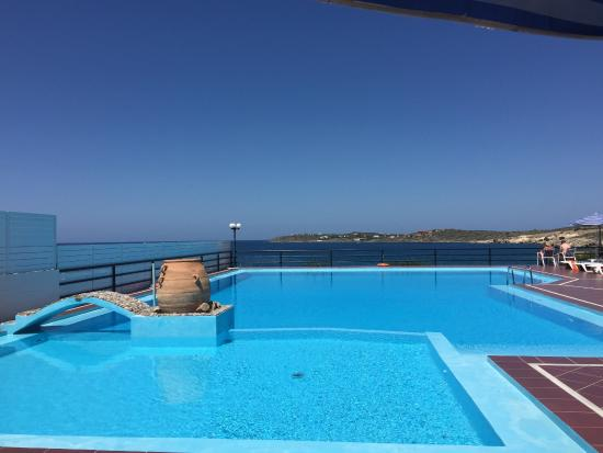 Lena Beach Hotel : Massive Pool