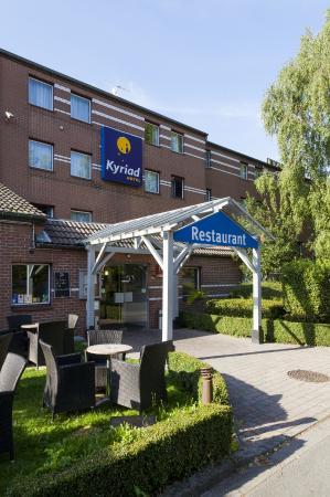 Kyriad Lille Est - Villeneuve D'Ascq : façade hotel