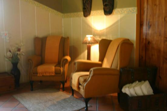 Bohemian Rhapsody Guest House  &  InnTshwane Lodge: Room Lounge