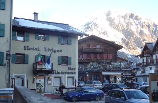 Hotel Livigno: Вид с улицы