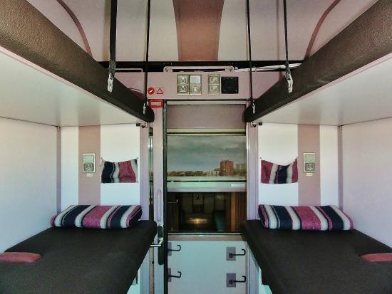 train hostel h tel bruxelles belgique voir les tarifs 66 avis et 170 photos. Black Bedroom Furniture Sets. Home Design Ideas