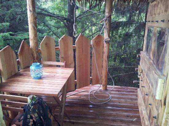 terrasse de la cabane falbala vue de l 39 int rieur picture. Black Bedroom Furniture Sets. Home Design Ideas