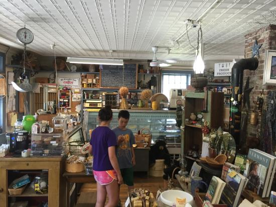 Taftsville, VT: Browsing the treats and other local goods