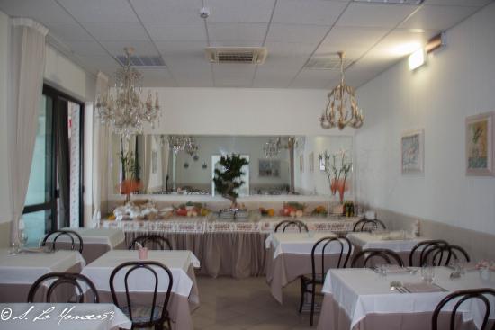 Nice Hotel Ronchi: sala pranzo interna