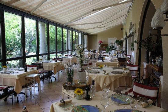 Logis Hostellerie des Ducs: veranda