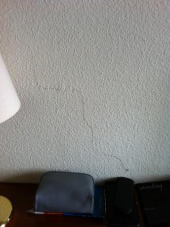 Schlosshotel Grosser Gasthof Van Der Valk Ballenstedt: Riss in der einen Wand