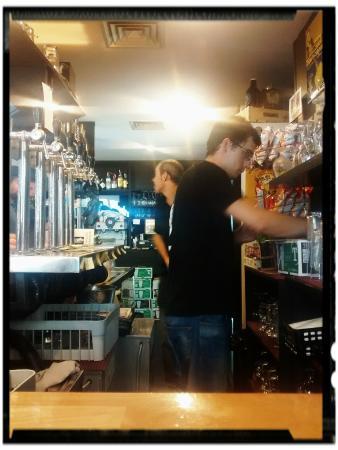 Cerveceria Manneken Beer: Interior establecimiento