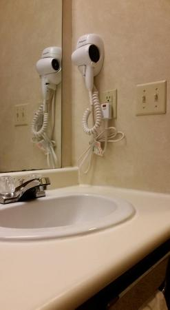 Sloan, IA: hair dryer in bathroom, not all hotels have them