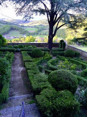 Lippiano, Italy: The maze which overlooks the playground
