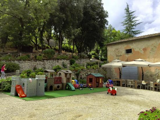 Lippiano, Italy: Toys lined up in the courtyard