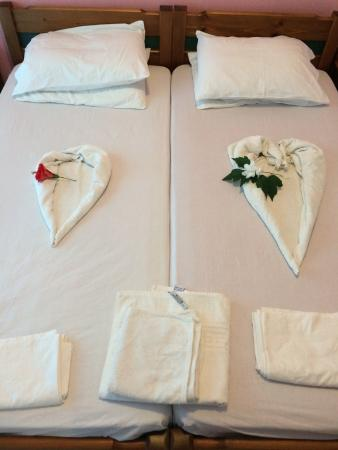 Kamisiana, Grecja: Beautifully made up beds
