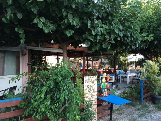 Kamisiana, Grecja: The entrance to Taverna Michalis