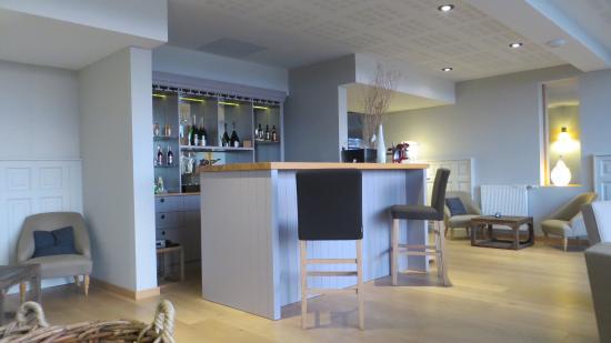 the impressive bar photo de le chateau de sable hotel. Black Bedroom Furniture Sets. Home Design Ideas