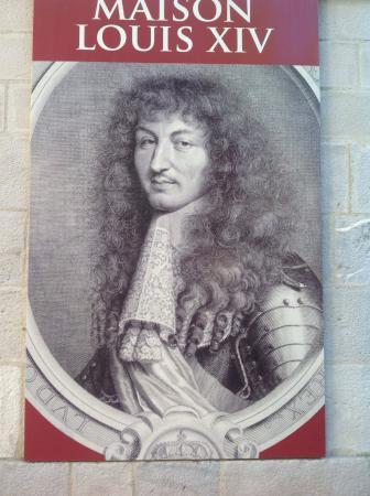 Cartel de la casa Maison Louis XIV a la entrada del museo