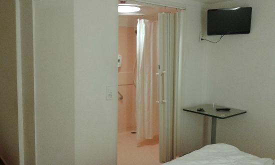 porte d\'entrée de la salle de bain - Photo de Premiere Classe ...