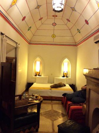 Riad Villa El Arsa: Grosse Bett.