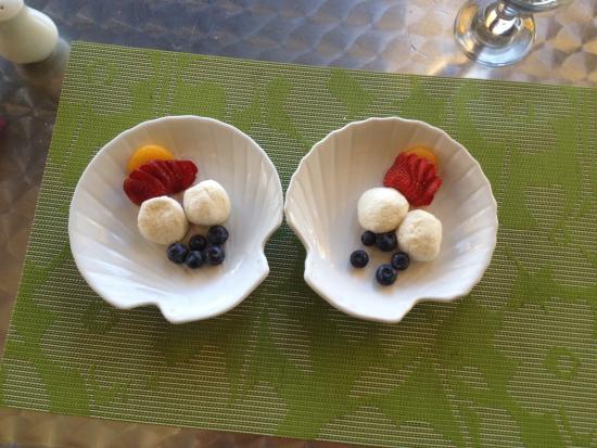 Lunenburg, Καναδάς: Indian dessert - the rasogulla