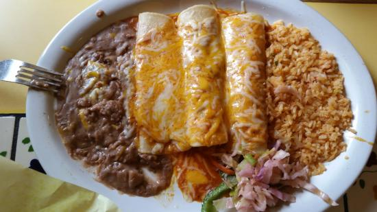 Los Caporales: Three Enchilada Plate