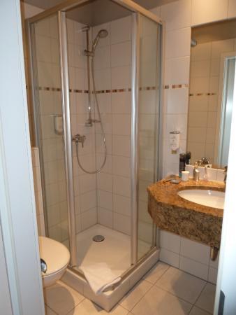 Ringhotel Wassersleben: Das kleine Badezimmer