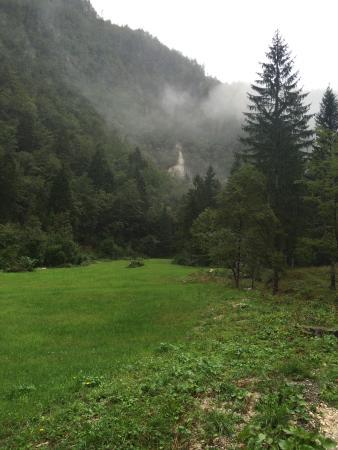 Srednja vas v Bohinju, Eslovenia: View toward falls.