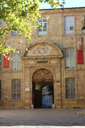 Le Mozart Hotel: Door of the Cathedral of St Sauveur