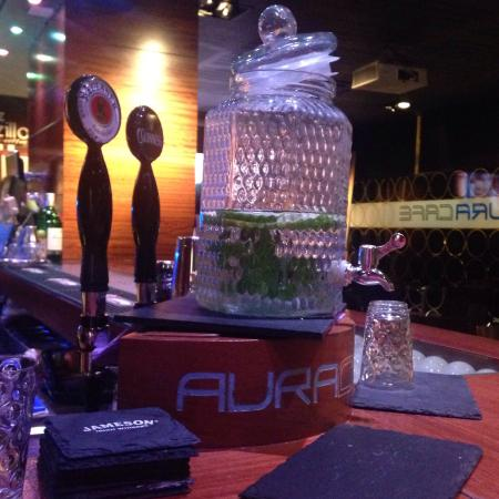 Aura Cafe: Gran variedad de ginebras!!!