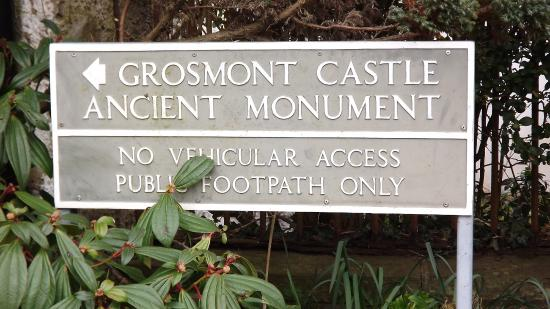 Grosmont, UK: castle sign