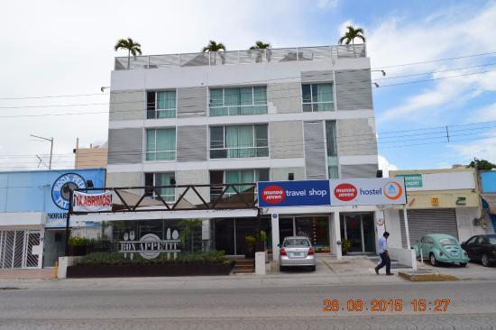 Hostel Mundo Joven Cancun: Frente del hostel