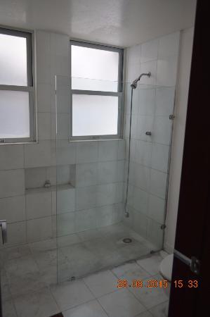 Hostel Mundo Joven Cancun: Baño privado