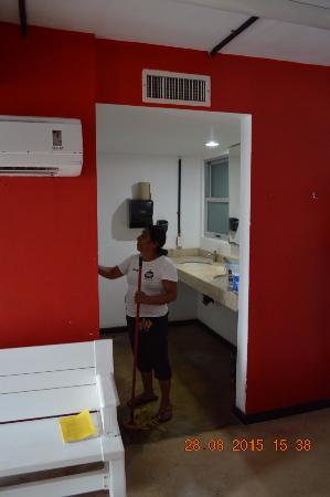 Hostel Mundo Joven Cancun: Baños comunes