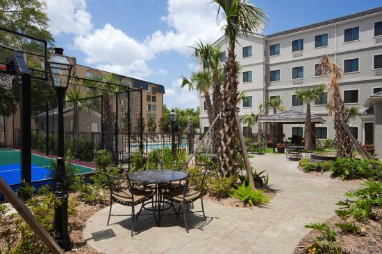 Staybridge Suites Lafayette-Airport : Outdoor Sports Court