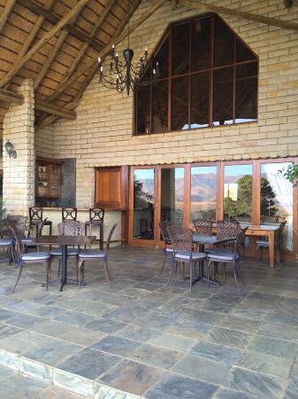 Drakensberg Region, Sydafrika: Poolside tables