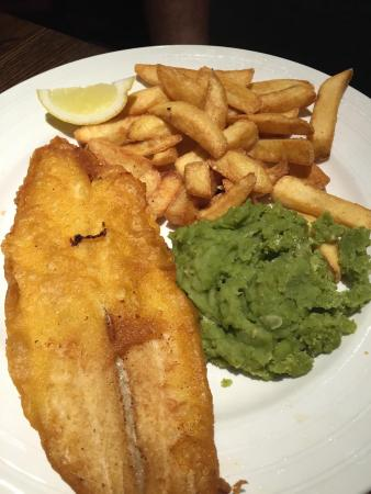 Frome Flyer Beefeater: Supposed to be beer battered cod & chips, mushy peas and tartare sauce