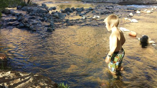 Lo Lo Mai Springs: Easy for kids to have fun in the creek!