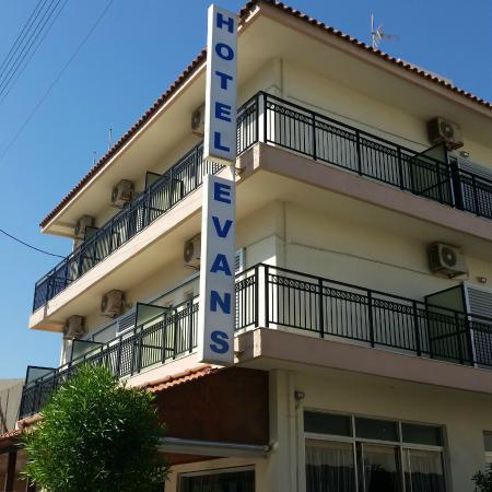 Hotel Evans : Enseigne vue que dans la rue de l'hotel