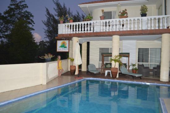 Carana Hilltop Villa: отель карана хиллтоп вилла