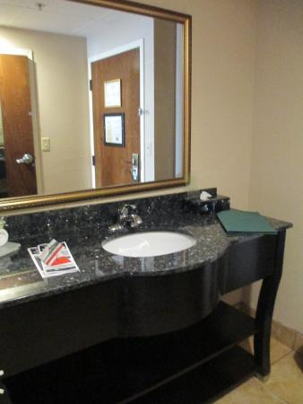 Quality Inn & Suites: No towel holders for hand towels