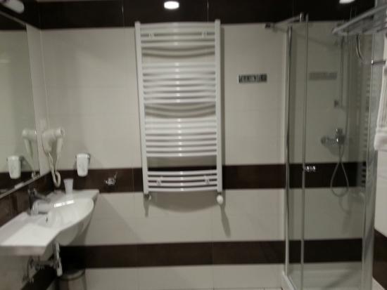 Salle de bain/wc - Bild von Hotel Milenium, Legnica - TripAdvisor