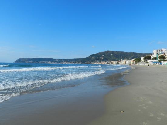Matrimonio Spiaggia Alassio : Spiaggia all imbrunire foto di alassio