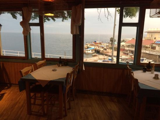Restaurant Bellavista: Excellent fresh, local fish and wine, service and atmosphere with acoustic blues music in the ba