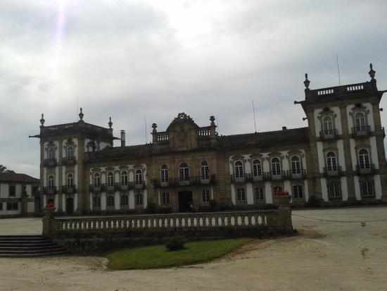 Moncao, Portugal: Vista da frente do Palácio