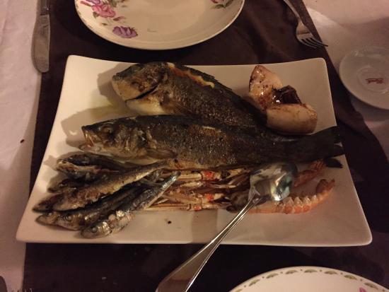 Liznjan, โครเอเชีย: Grigliata mista di pesce per 2 persone ! Qualità SPETTACOLARE