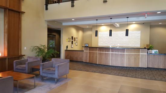 Best Western Plus Lacey Inn & Suites: Front Desk