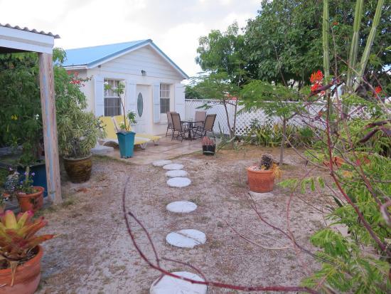 Manta House: south bungalow.