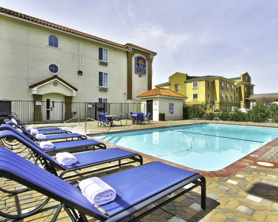 Swimming pool picture of best western plus salinas for Pool show monterey
