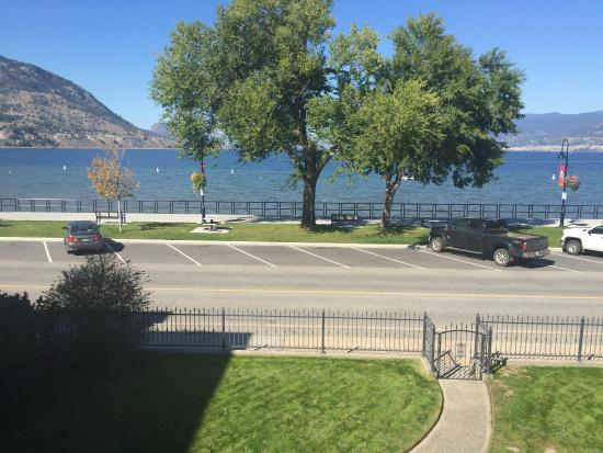 Lakeshore House: The view from the bedroom
