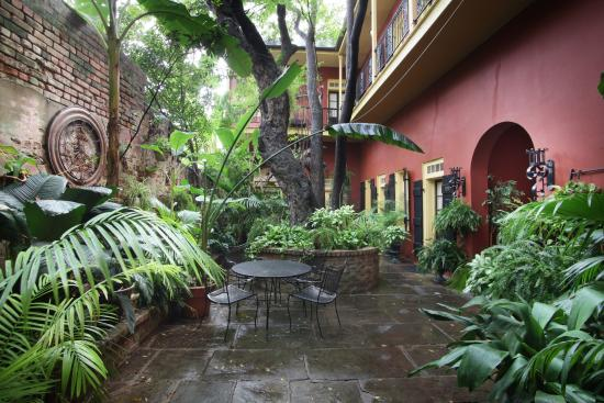 Olivier House Hotel: Main Courtyard