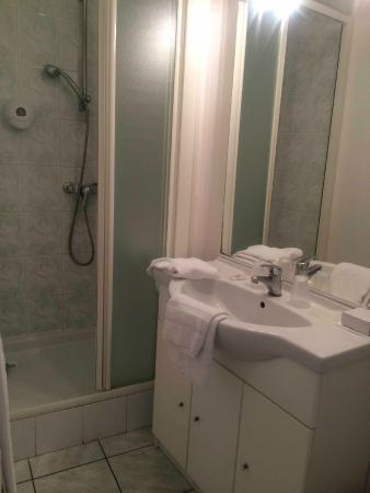 Hôtel Val de Loire : Val de Loire shower room