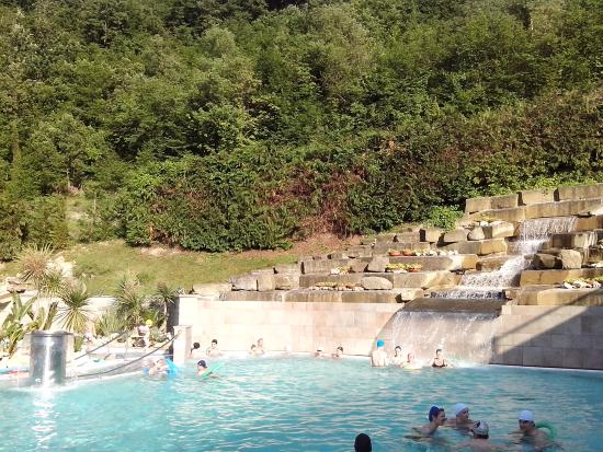 Cascata termale in piscina esterna - Picture of Roseo Euroterme ...